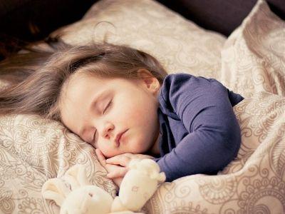 Няня для новорожденного ребёнка — 12 советов на что обратить внимание
